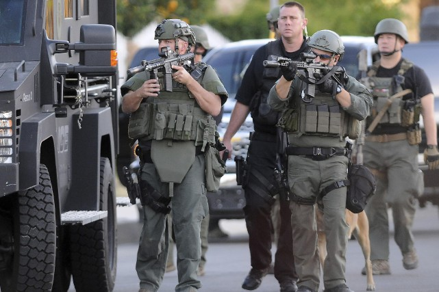 Syed Farook, un citoyen américain, serait l'homme lourdement... (Associated Press)