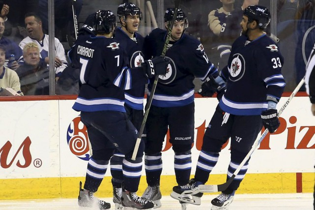 Drew Stafford a signé un doublé au premier vingt alors que les Jets de Winnipeg... (Photo USA Today Sports)