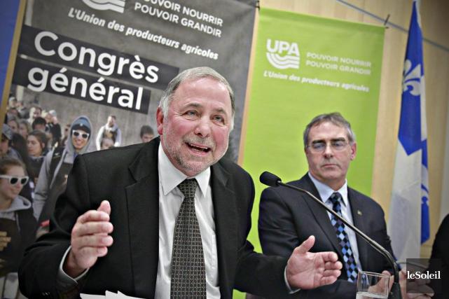 Le ministre de l'Agriculture Pierre Paradis (à gauche)... (PHOTO PASCAL RATTHÉ, LE SOLEIL)