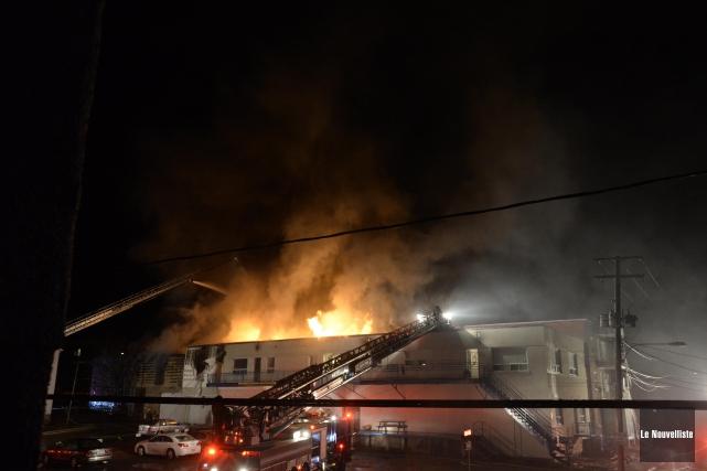 Un incendie a ravagé un immeuble situé à l'intersection des rues Coutu et... (Photo: Sylvain Mayer Le Nouvelliste)