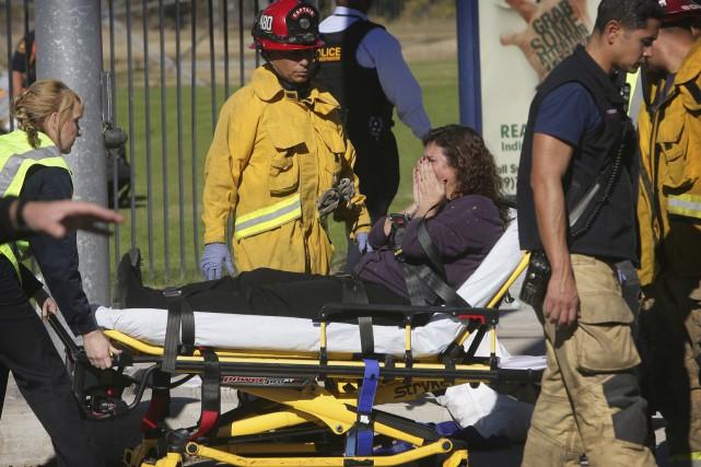 Dix des 17 blessés ont été hospitalisés dans... (The Press-Enterprise via AP, David Bauman)