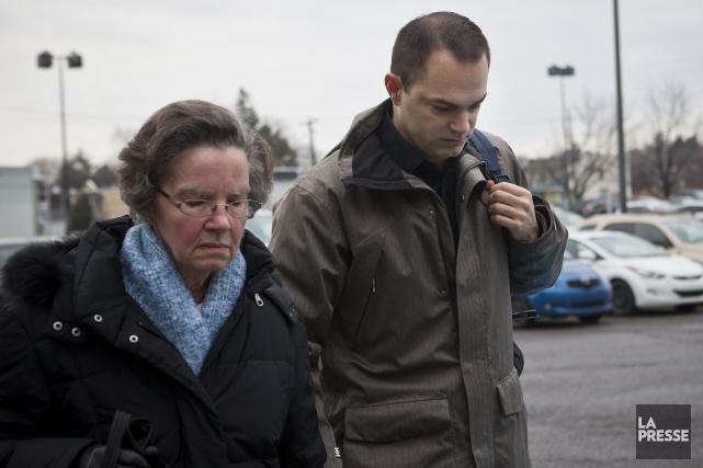 Guy Turcotte accompagné de sa mère.... (PHOTO PATRICK SANFAÇON, LA PRESSE)