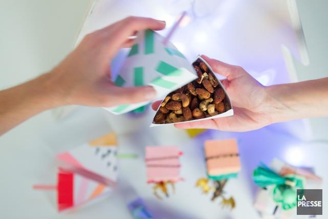 Chez Yïsst, les noix font presque partie du décor. Elles sont offertes dans des... (PHOTO EDOUARD PLANTE-FRECHETTE, LA PRESSE)
