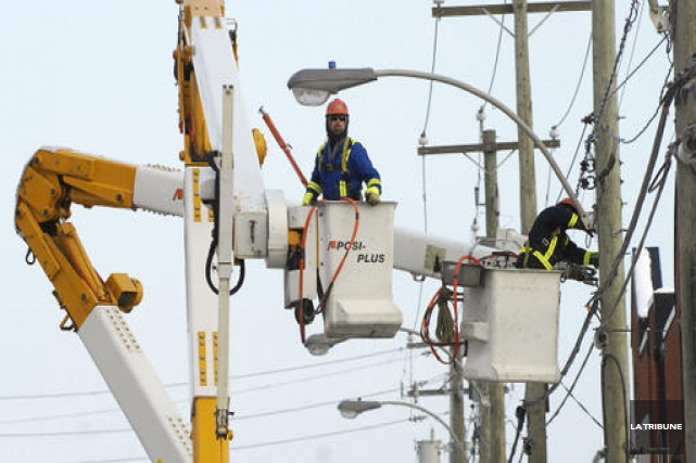 Une panne d'électricité majeure touche plusieurs secteurs de la ville de... (Archives La Tribune)