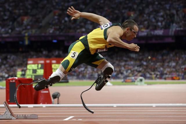 Oscar Pistorius lors des JO de Londres en... (Archives AP)