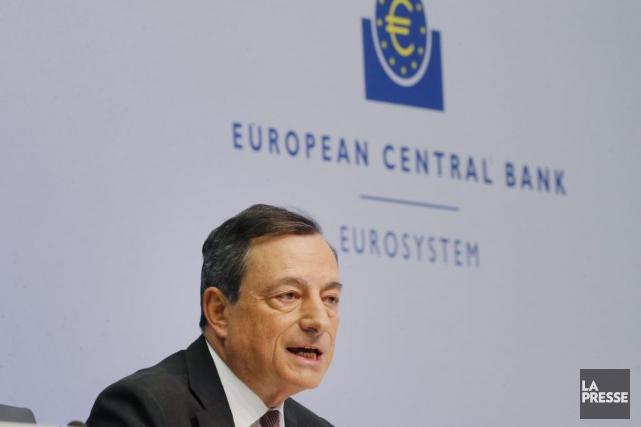 Le président de la BCE, Mario Draghi... (Michael Probst, Archives AP)