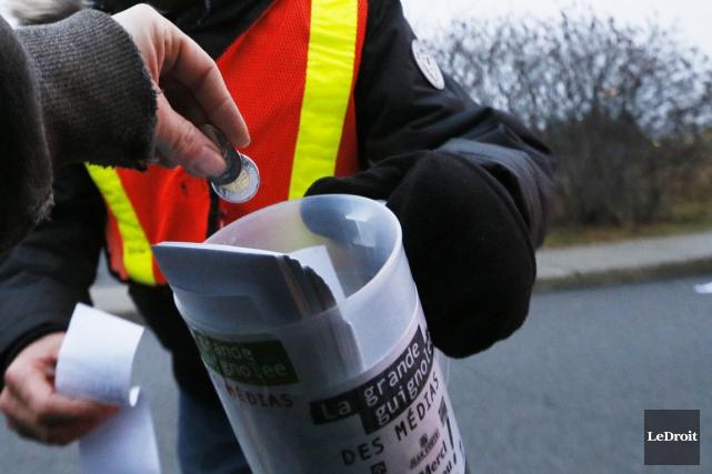 Des milliers de bénévoles, journalistes et personnalités ont mis la main à la... (Photo Le Droit)