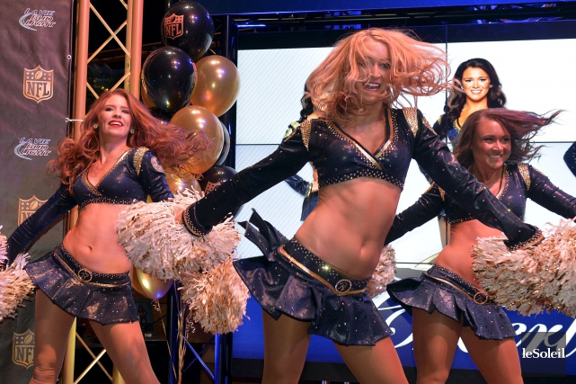 Quelques-unes des cheerleaders des Rams de St. Louis,... (Le Soleil, Pascal Ratthé)