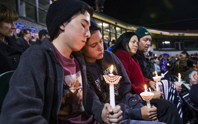 Des veillées en hommage aux victimes, âgées de... (AP, Tom Tingle)