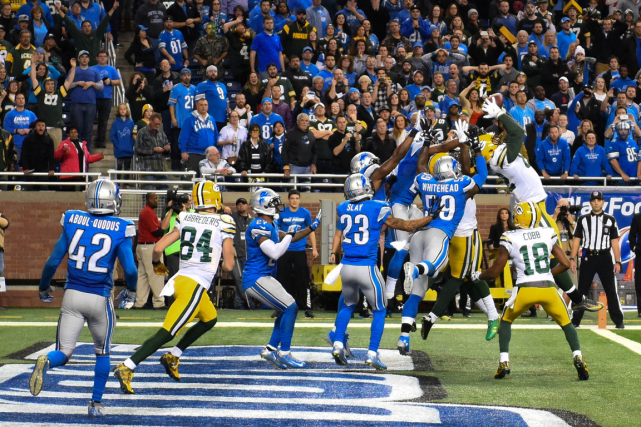 Richard Rodgers (82) a capté une passe de... (Photo Tim Fuller, USA Today)