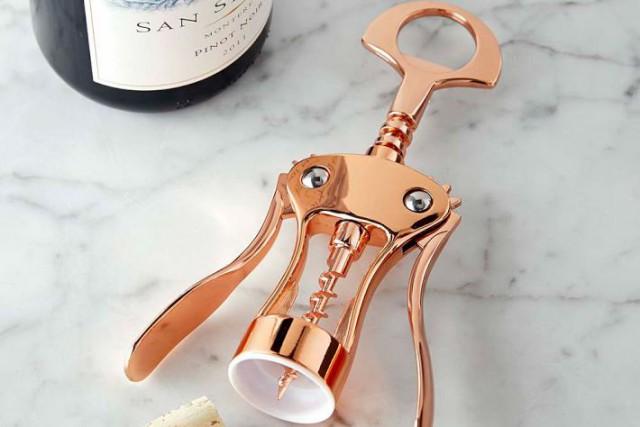 Ouvre-bouteille cuivré, chez William-Sonoma... (PHOTO TIRÉE D'INTERNET)