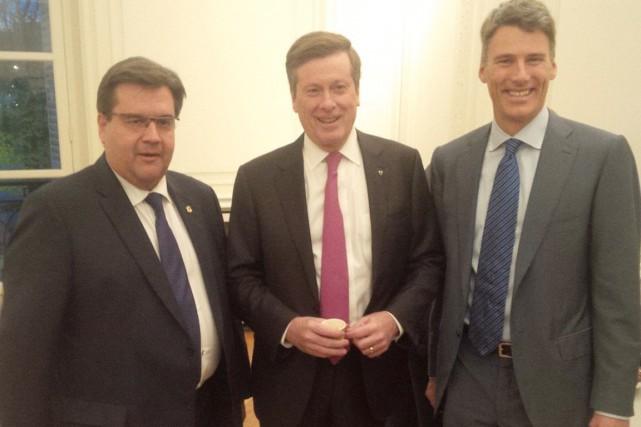 De gauche à droite les maires des trois... (PHOTO TIRÉE DU COMPTE TWITTER DE DENIS CODERRE)