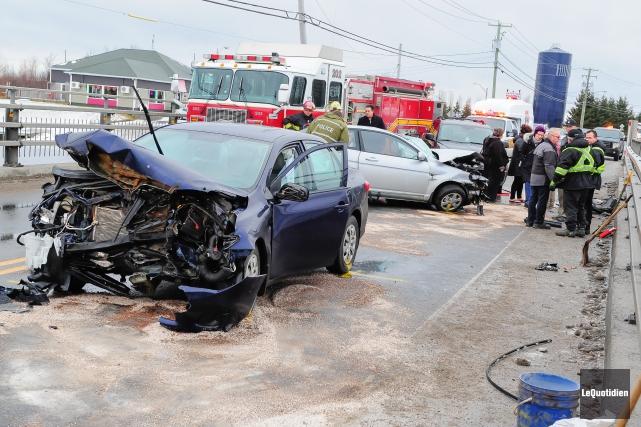 Deux accidents sont survenus à moins de cinq... ((Photo Le Quotidien, Gimmy Desbiens))