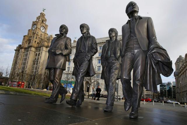 Julia Baird, l'une des demi-soeurs de John Lennon, a inauguré vendredi sur la... (PHOTO AP)