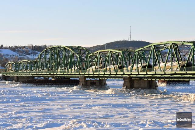 Le pont Sainte-Anne, en décembre 2013... (Archives Le Quotidien, Jeannot Lévesque)