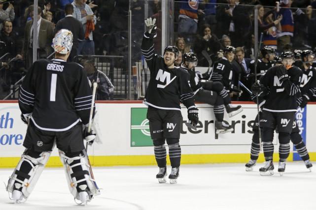 Les Islanders ont amélioré leur fiche à 10-2-1... (Photo Adam Hunger, AP)