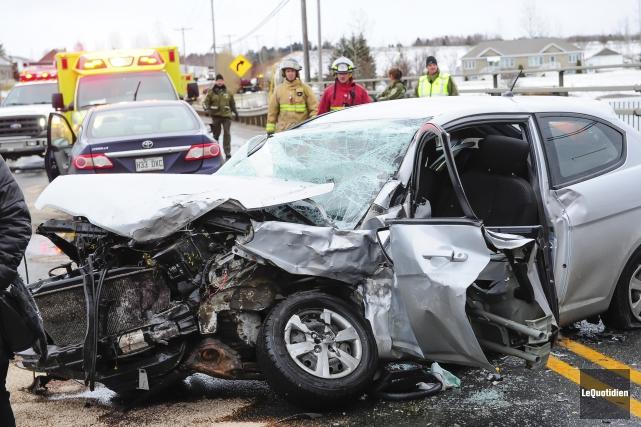 Un accident a fait cinq blessés, dont un... (Photo Le Quotidien, Gimmy Desbiens)