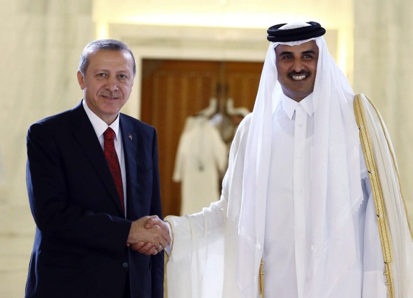Turkey's President Recep Tayyip Erdogan, left, and Qatar's... (PHOTO ASSOCIATED PRESS)