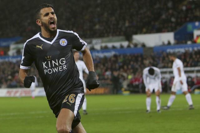 Riyad Mahrez a marqué les trois buts des... (PHOTO GEOFF CADDICK, AFP)