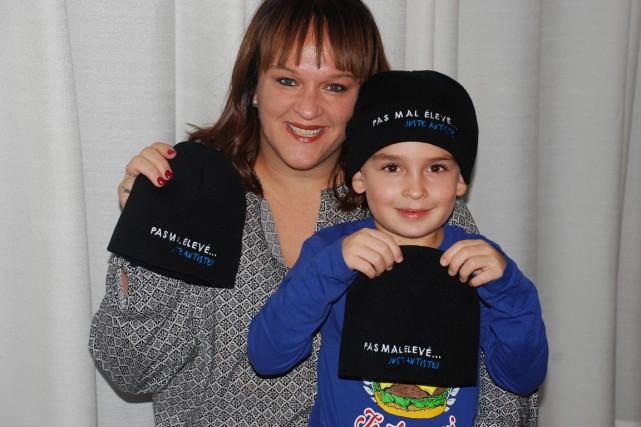 Marie-Julie Paradis a fait fabriquer des tuques que... (Photo fournie par Marie-Julie Paradis)