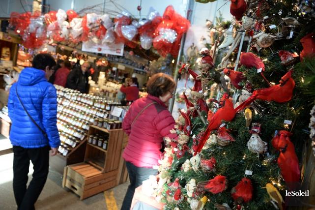 Le marché de Noël du Vieux-Port, à Québec... (PHOTO ERICK LABBÉ, LE SOLEIL)