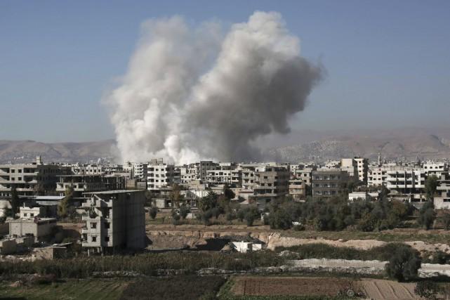 La coalition bombarde le groupe djihadiste depuis septembre... (PHOTO AMER ALMOHIBANY, AFP)