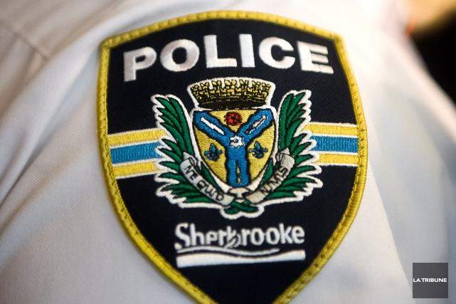 Un jeune homme de 24 ans a été arrêté dimanche matin à Sherbrooke alors qu'il... (Archives, La Tribune)