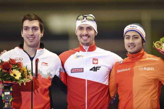 Alex Boisvert-Lacroix (à gauche) est monté sur le... (PHOTO TOBIAS HASE, AP)