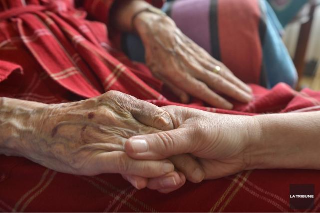 Éditorial / La loi québécoise concernant les soins de fin de vie n'entrera... (La Tribune, archives)