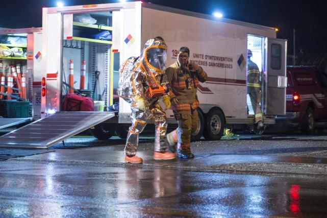 Les équipes d'Urgence Environnement ont travaillé jusqu'à 3h30... (Spectre Média, Julien Chamberland)