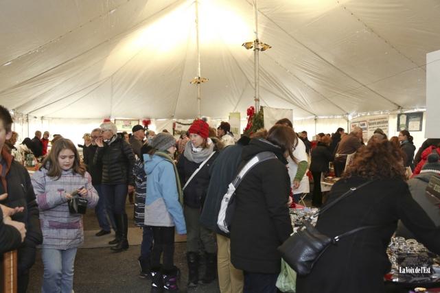 Plus de 4100 personnes ont visité le marché... (Julie Catudal, La Voix de l'Est)