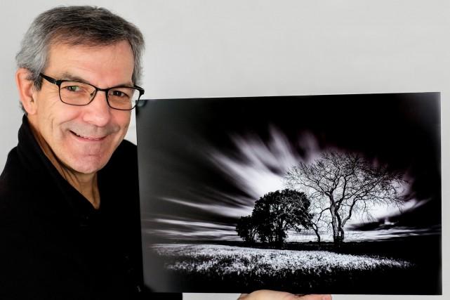 Voici Jean-Pierre Tremblay et l'une des photographies qui... (Photo courtoisie)