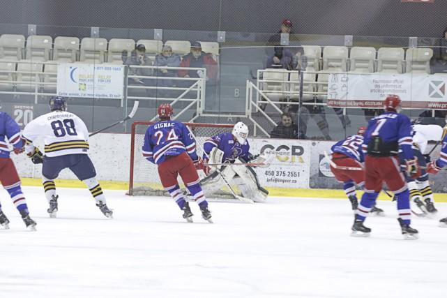 Les Rangers ont semblé avoir hâte de reprendre... (photo Catherine Trudeau)