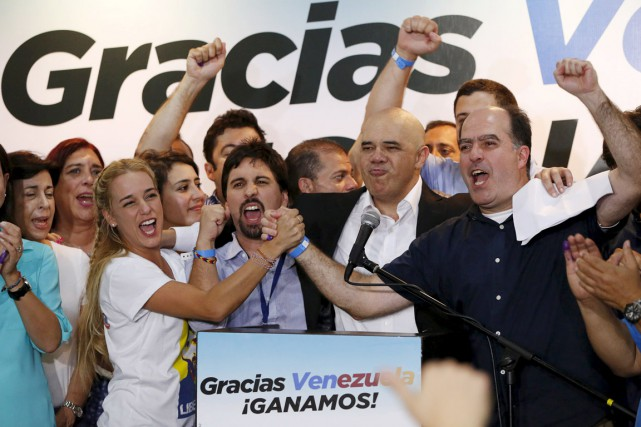 La victoire de l'opposition vénézuélienne marque un tournant... (PHOTO CARLOS GARCIA RAWLINS, REUTERS)