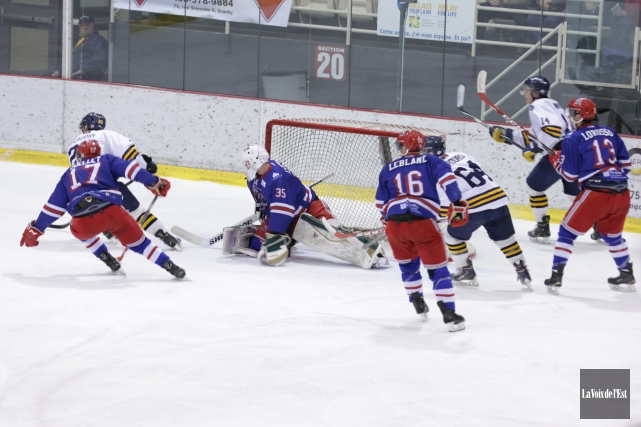 Les Rangers ont semblé avoir hâte de reprendre... (Catherine Trudeau, La Voix de l'Est)