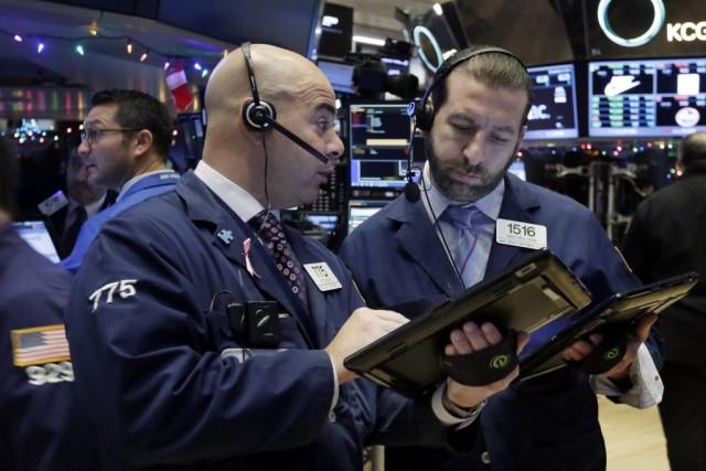 Wall Street a fini en baisse lundi, entraînée par le marché du pétrole qui... (PHOTO RICHARD DREW, ARCHIVES AP)