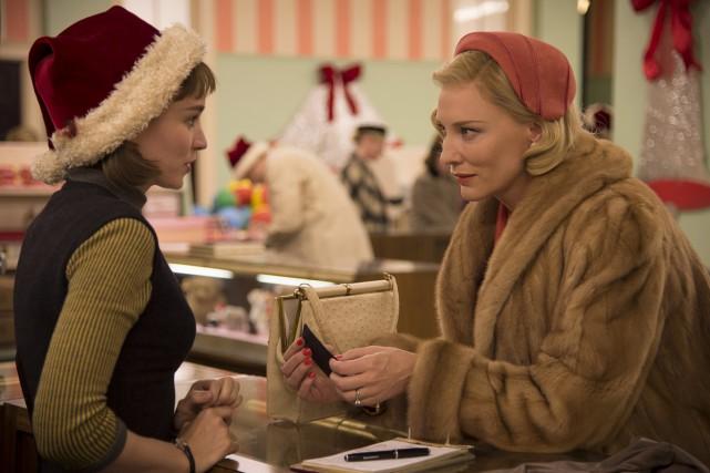 Deux femmes (Rooney Mara, Cate Blanchett) tentent de... (PHOTO FOURNIE PAR FILMS SÉVILLE)