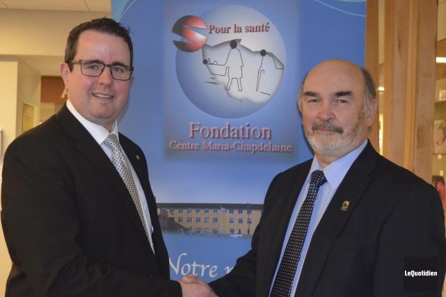 Jean-Pierre Boivin (à droite) est heureux que Sylvain... (Photo Le Quotidien, Louis Potvin)