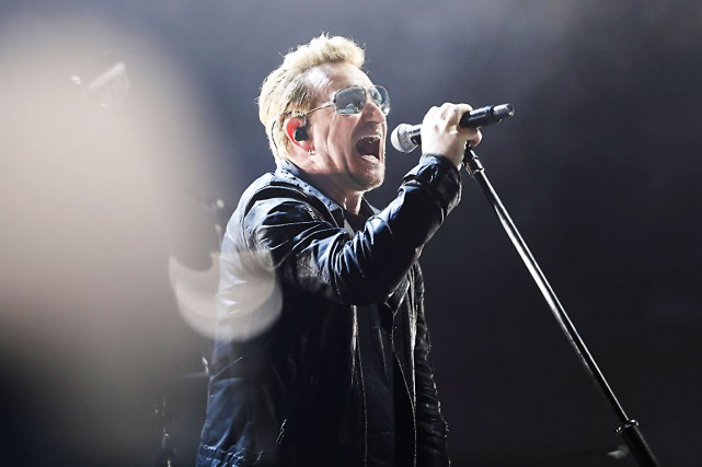 Bono lors d'un spectacle de U2.... (archives AFP, Thomas Samson)