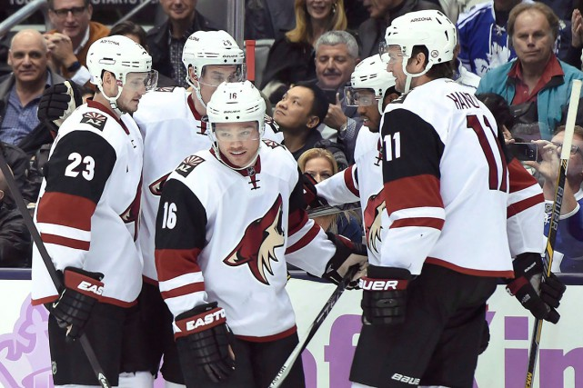 Max Domi (16) et son pote Anthony Duclair,... (La Presse Canadienne, Frank Gunn)