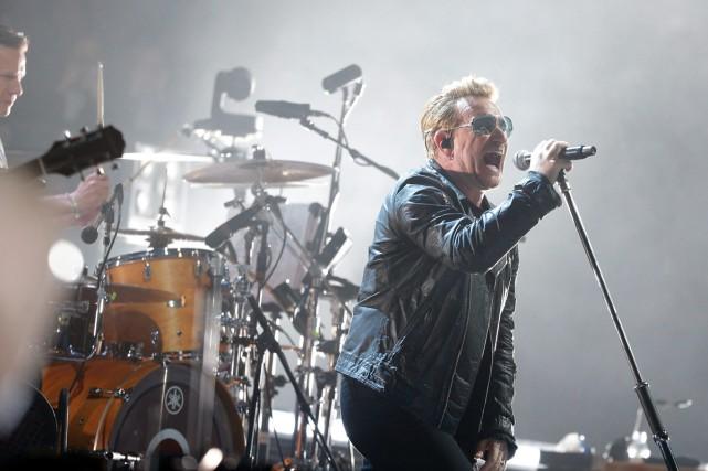 Bono et U2 lors d'un spectacle à Paris... (Photo archives AP)