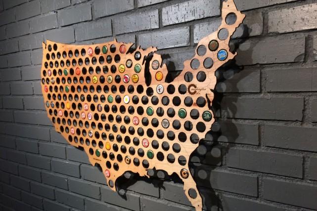 L'entreprise Beer Cap Maps fabrique des cartes géographiques... (PHOTO FOURNIE PAR BEER CAP MAPS)