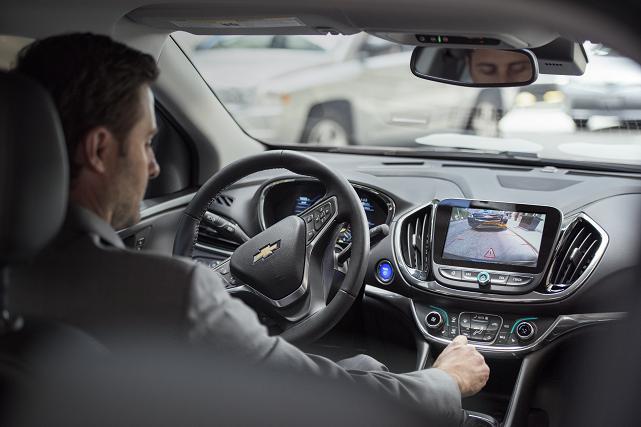 Bien sûr, vous voulez d'abord acheter une voiture électrique (VE) ou hybride... (Crédit photo: Chevrolet Volt 2016)