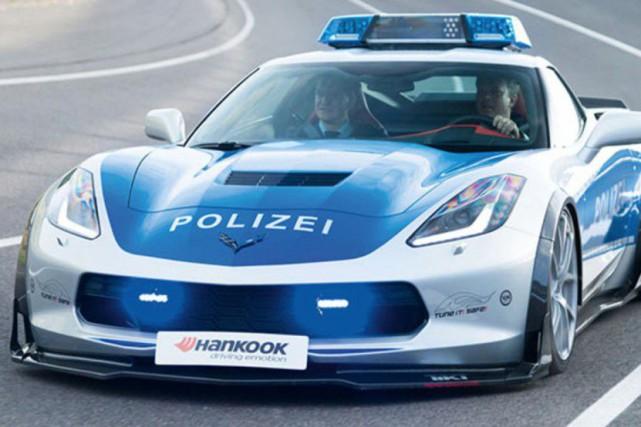 Cette Corvette de police n'en est pas une vraie, mais plutôt unecréation du... (PHOTO FOURNIE PAR TIKT)
