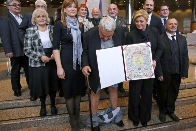 Ivan Zvonomir Cicak (au centre), le patron du... (Photo AFP)
