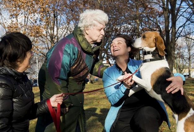 Atteinte d'alzheimer, Jacqueline Alix (au centre) avait perdu... (Spectre Média, Jessica Garneau)