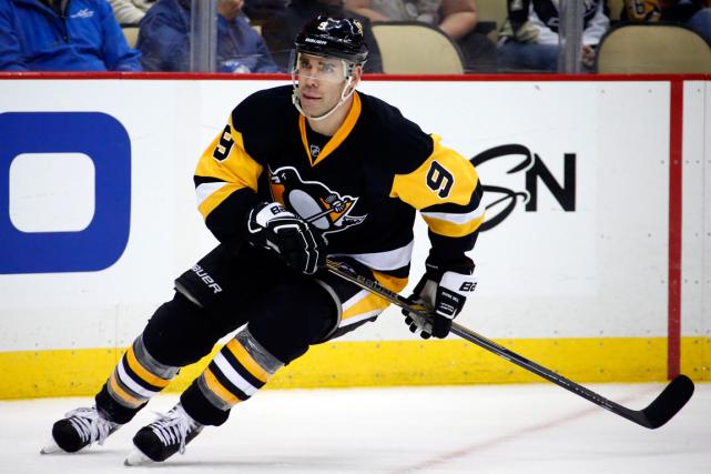 Pascal Dupuis ne peut plus jouer au hockey... (Archives, Associated Press)