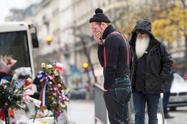 Le chanteur du groupe,Jesse Hugues,a couvert son visage... (AFP, Miguel Medina)