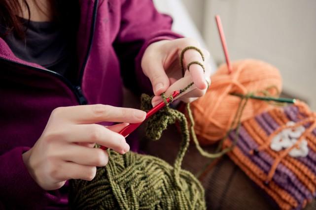 Gens des alentours de Shawinigan, apprendre à tricoter... (Viktor Pravdica, 123rf)