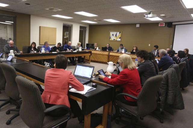 Le conseil des commissaires de Val-des-Cerfs a accepté... (photo Catherine Trudeau)